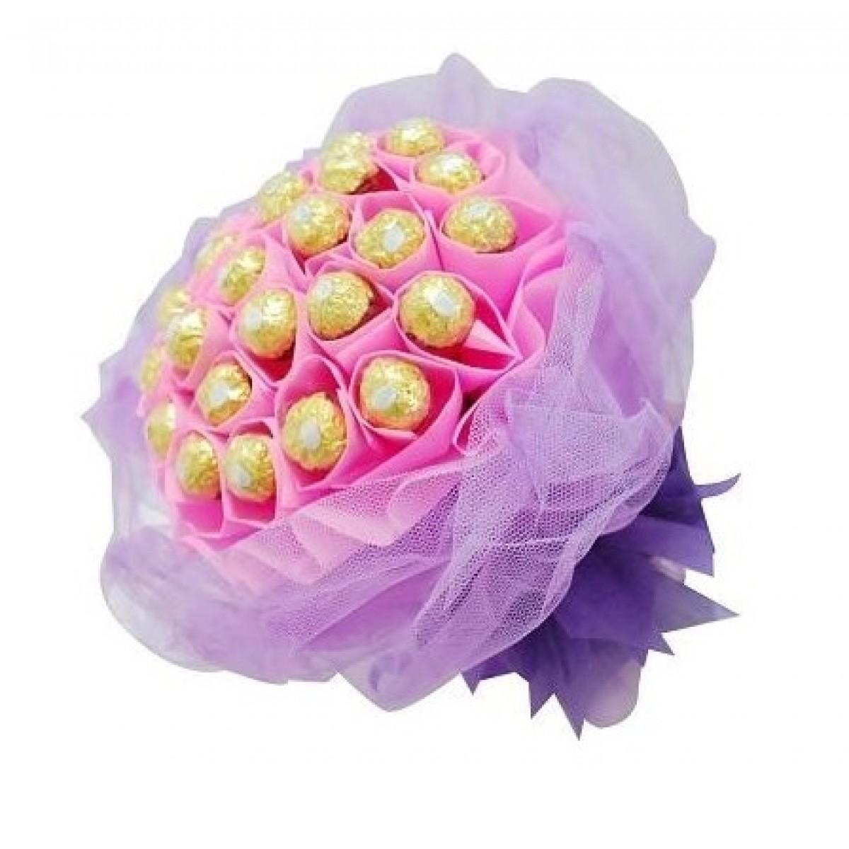 Букет от бонбони Ferrero Rocher Букет в розово и лилаво