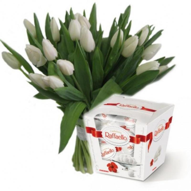 ЦВЕТЯ - 19 лалета бели и Рафаело - перфектен подарък